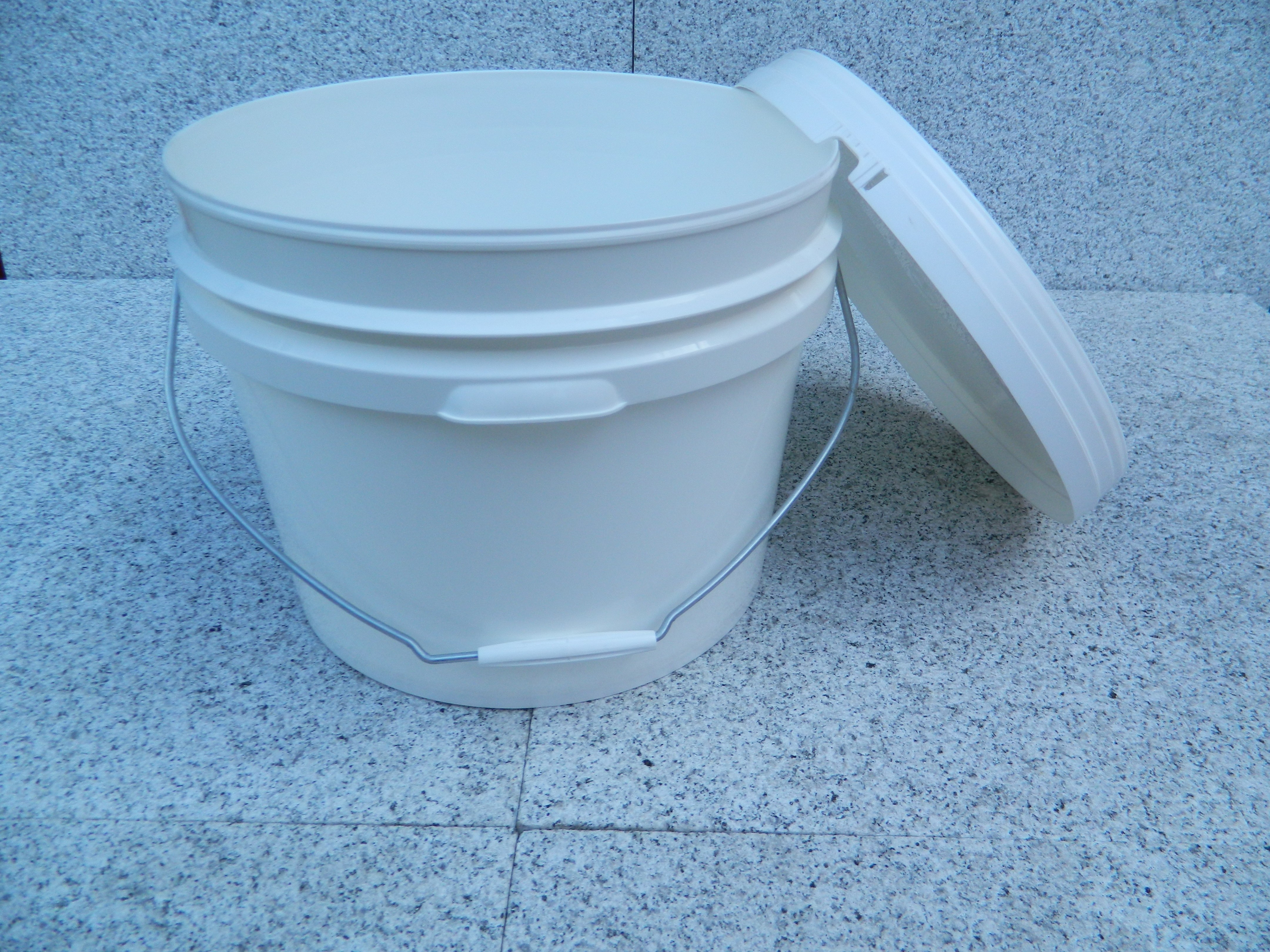Buckets and Lids